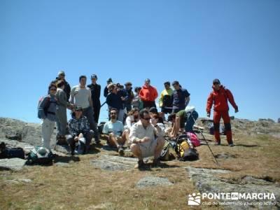 Llegada a la cima de Valdebecerril - grupo amistad; viajes senderismo españa; senderismo entre sema